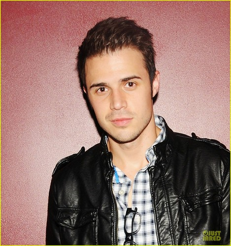Kris Allen: Surprise Performance at The Darby!