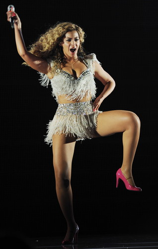 Beyonce پیپر وال with a leotard called Live In Atlantic City [25 May 2012]