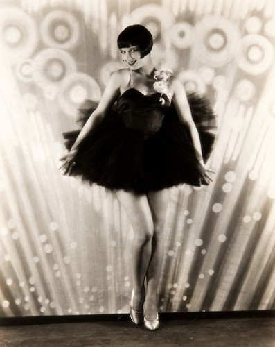 Louise Brooks wallpaper possibly with a fountain called Louise Brooks