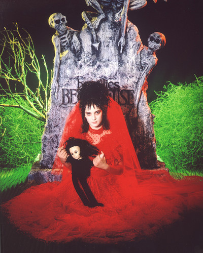Beetlejuice: The Movie Hintergrund possibly with a sign and a feuer entitled Lydia