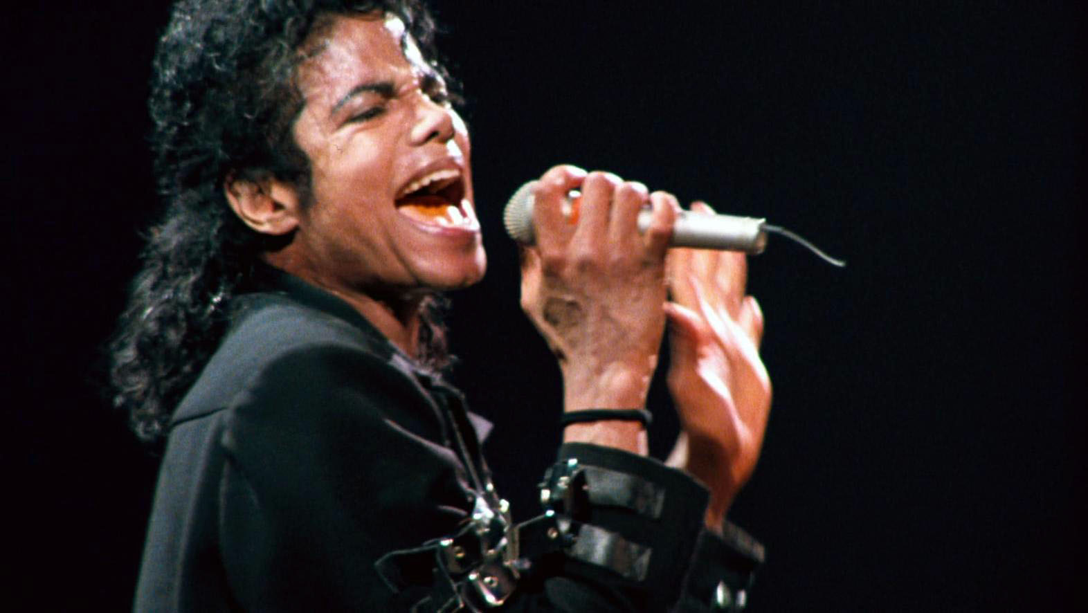 man in the mirror michael jackson Man in the mirror written and composed by siedah garret and glen ballard performed by michael jackson, featuring siedah garret, the.