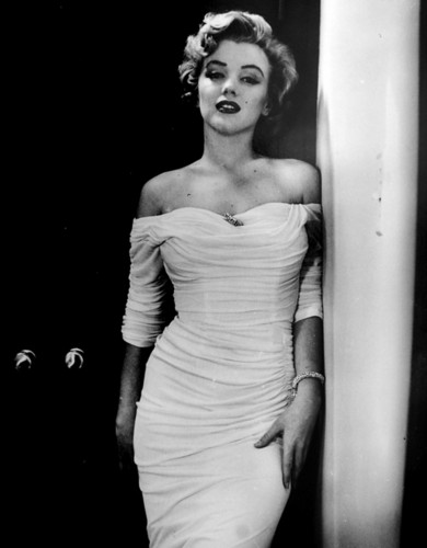 मर्लिन मुनरो वॉलपेपर possibly containing a कॉकटेल dress titled Marilyn Monroe