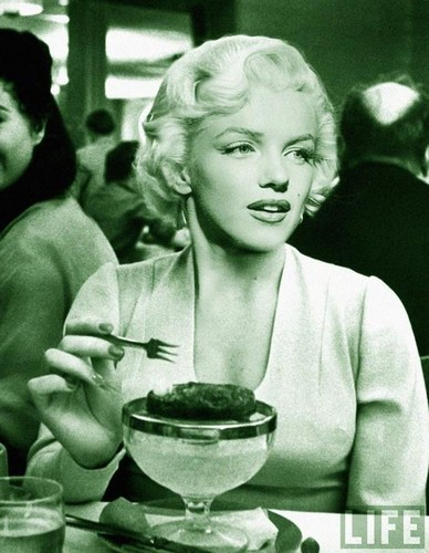 Marilyn Monroe wallpaper containing a dinner, a brunch, and an antipasto titled Marilyn Monroe