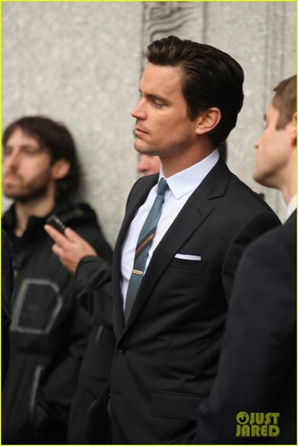 Matt Bomer wallpaper containing a business suit and a suit titled Matt Bomer: 'White Collar' Boogie