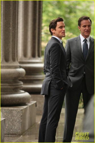 Matt Bomer پیپر وال containing a business suit, a suit, and a two piece titled Matt Bomer: 'White Collar' Boogie
