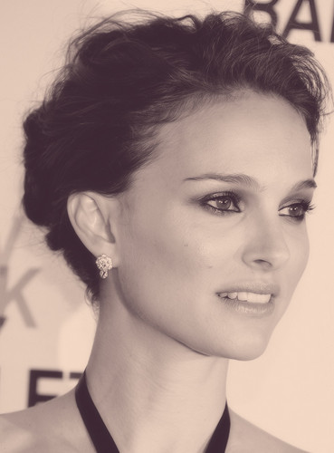 Natalie Portman wallpaper with a portrait called Natalie <3