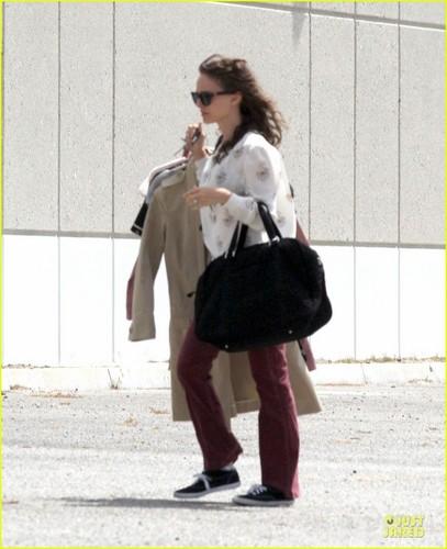 Natalie Portman Drops da Dry Cleaners