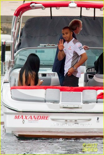 Nicole Scherzinger: ボート Ride with Lewis Hamilton