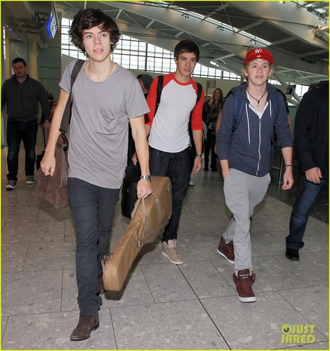 One Direction Heads out of Heathrow