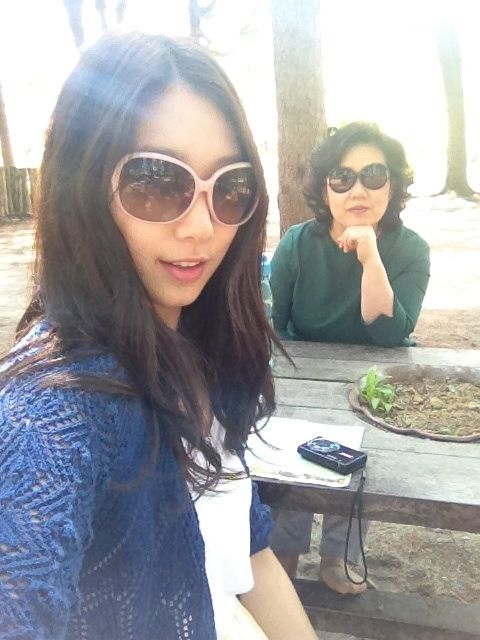 Park shin hye with her mom