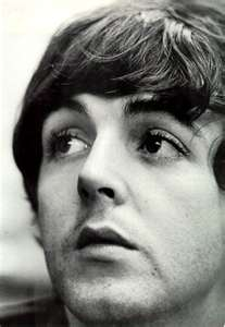 Paul McCartney Обои with a portrait titled Paul