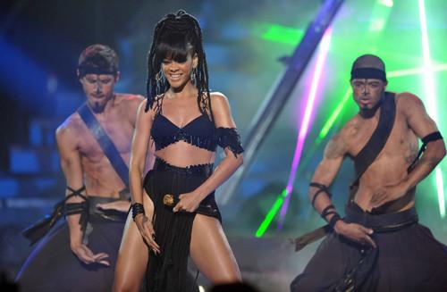 Performing On American Idol Season 11 Grand Finale montrer [23 May 2012]