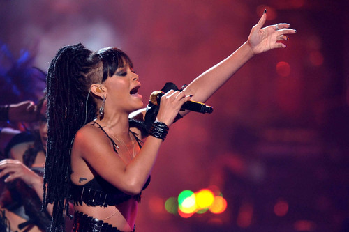 Performing On American Idol Season 11 Grand Finale tampil [23 May 2012]