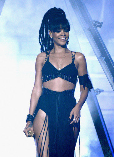 Performing On American Idol Season 11 Grand Finale Show [23 May 2012] - rihanna Photo