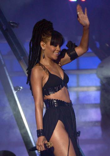 Performing On American Idol Season 11 Grand Finale toon [23 May 2012]