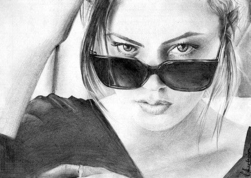 Drawing দেওয়ালপত্র containing sunglasses entitled Phoebe Tonkin - Portrait