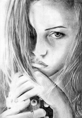 Phoebe Tonkin - Portrait