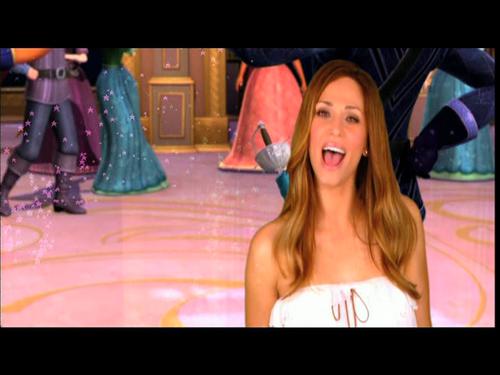 Pics from the Greek muziki video