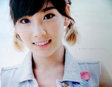 Kim Taeyeon karatasi la kupamba ukuta containing a portrait entitled Pretty Taeng :''>