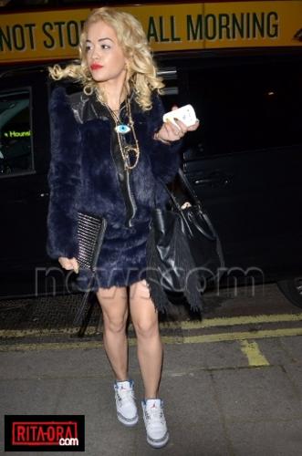 Rita Ora - Arriving At A Central Londra Hotel Londra - May 16, 2012
