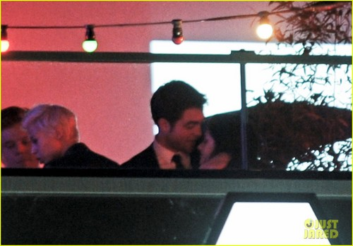 Robert Pattinson & Kristen Stewart Kiss at Cannes Film Festival - robert-pattinson Photo