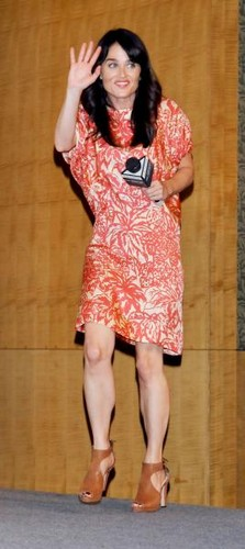 Robin promoting The Mentalist in Japan, May 21,2012  - robin-tunney Photo