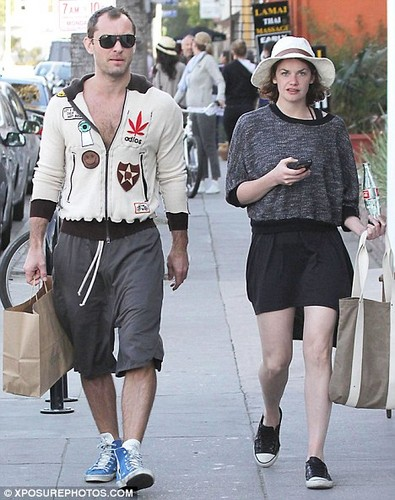 Ruth is dating Jude Law!