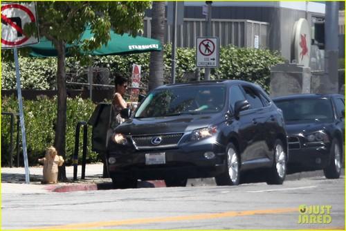 Ryan कलहंस का बच्चा, मुस्कुराहट & Eva Mendes: स्टारबक्स Couple