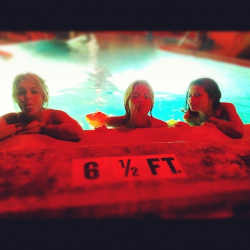 Selena Gomez, Vanessa Hudgens and Ashley Benson - selena-gomez Photo