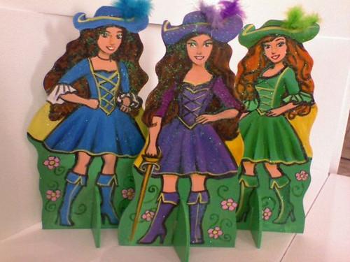টেবিল displays of Renee, Viveca and Aramina