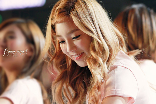 Taeyeon @ SMTown Live in LA - kim-taeyeon Photo