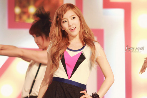 Taeyeon @ onyesha Champion