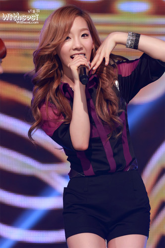 Taeyeon @ tunjuk champion