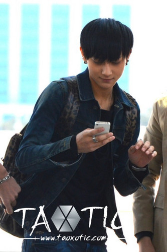 Tao on his phone~