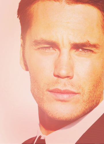 Taylor Kitsch Hintergrund possibly with a business suit entitled Taylor<3