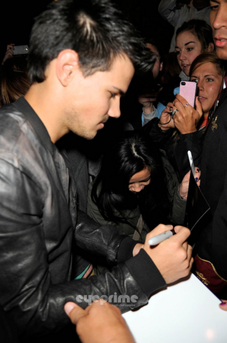 Taylor - Outside Jimmy Fallon Studios - February 02, 2012 - taylor-lautner Photo