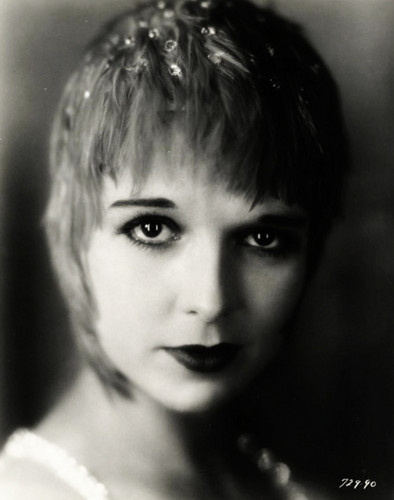 Louise Brooks 바탕화면 probably with a portrait entitled The Canary