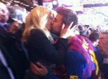 The passionate kiss between Piqué and Shakira