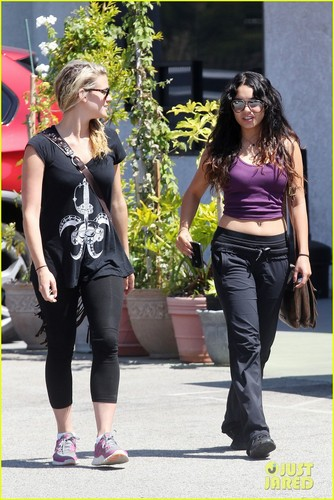 Vanessa Hudgens: Toned Tummy Workout! - vanessa-hudgens Photo