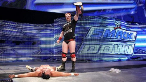 ডবলুডবলুই Smackdown triple threat