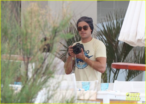 Zac Efron: Cannes Shutterbug! - zac-efron Photo