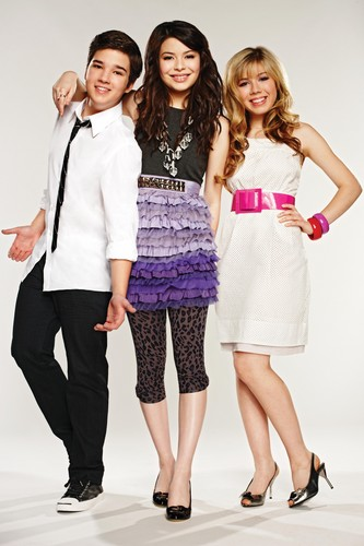 iCarly वॉलपेपर possibly with a कॉकटेल dress, a frock, and a well dressed person called iCarly