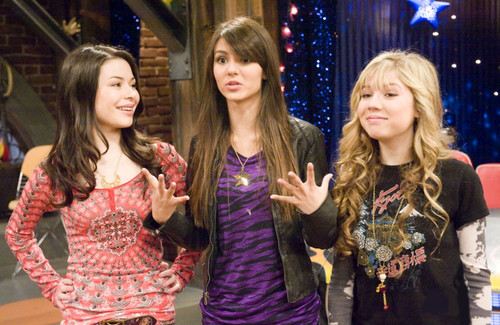 iCarly वॉलपेपर probably containing a bridesmaid and a portrait titled iFight Shelby Marx