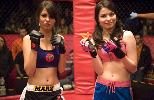 iCarly wolpeyper called iFight Shelby Marx
