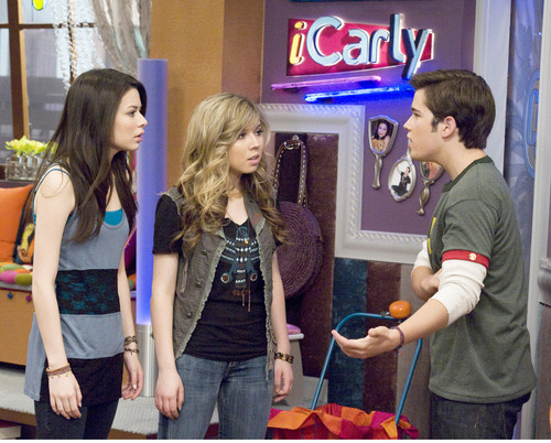 iHire An Idiot  - icarly Photo