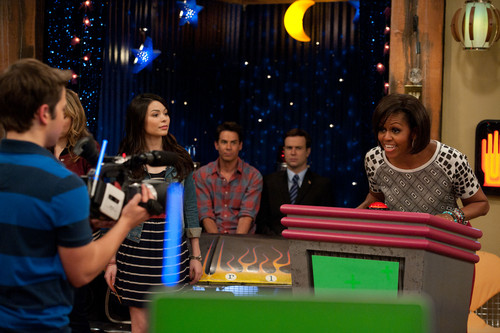 iCarly wallpaper with a diner, a street, and a brasserie titled iMeet The First Lady