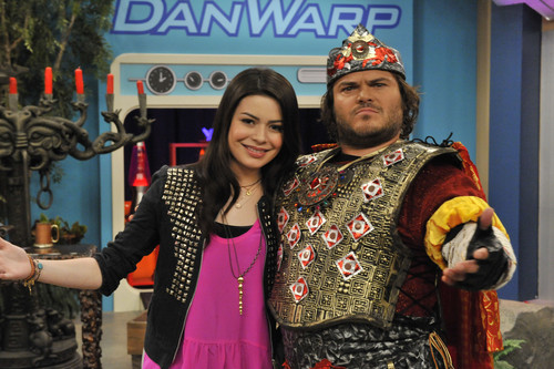 iCarly wallpaper containing a tabard called iStart a Fanwar