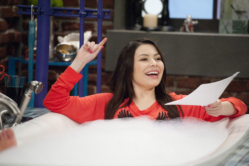 iCarly wolpeyper titled iToe Fat Cakes