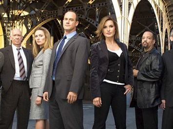 Law and Order SVU wallpaper containing a business suit entitled law & order svu