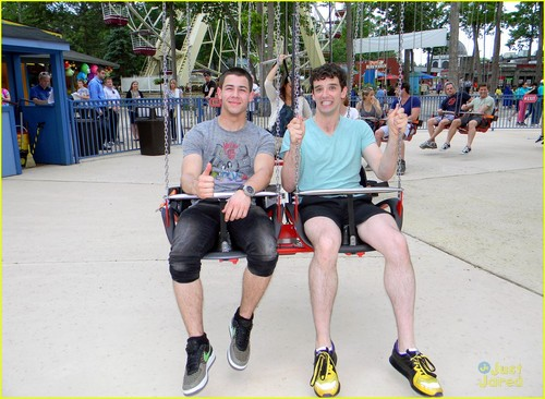 nick jonas six flags